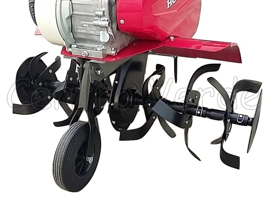 Il gruppo fresa montato sulla motozappa, costruito in acciaio duraturo,  frantuma il terreno in modo ottimale mentre i dischi laterali proteggono le  piante
